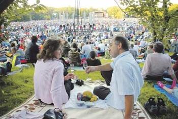 Das zehnte Klassik Open Air lädt zu einem musiklischen Picknick ein.